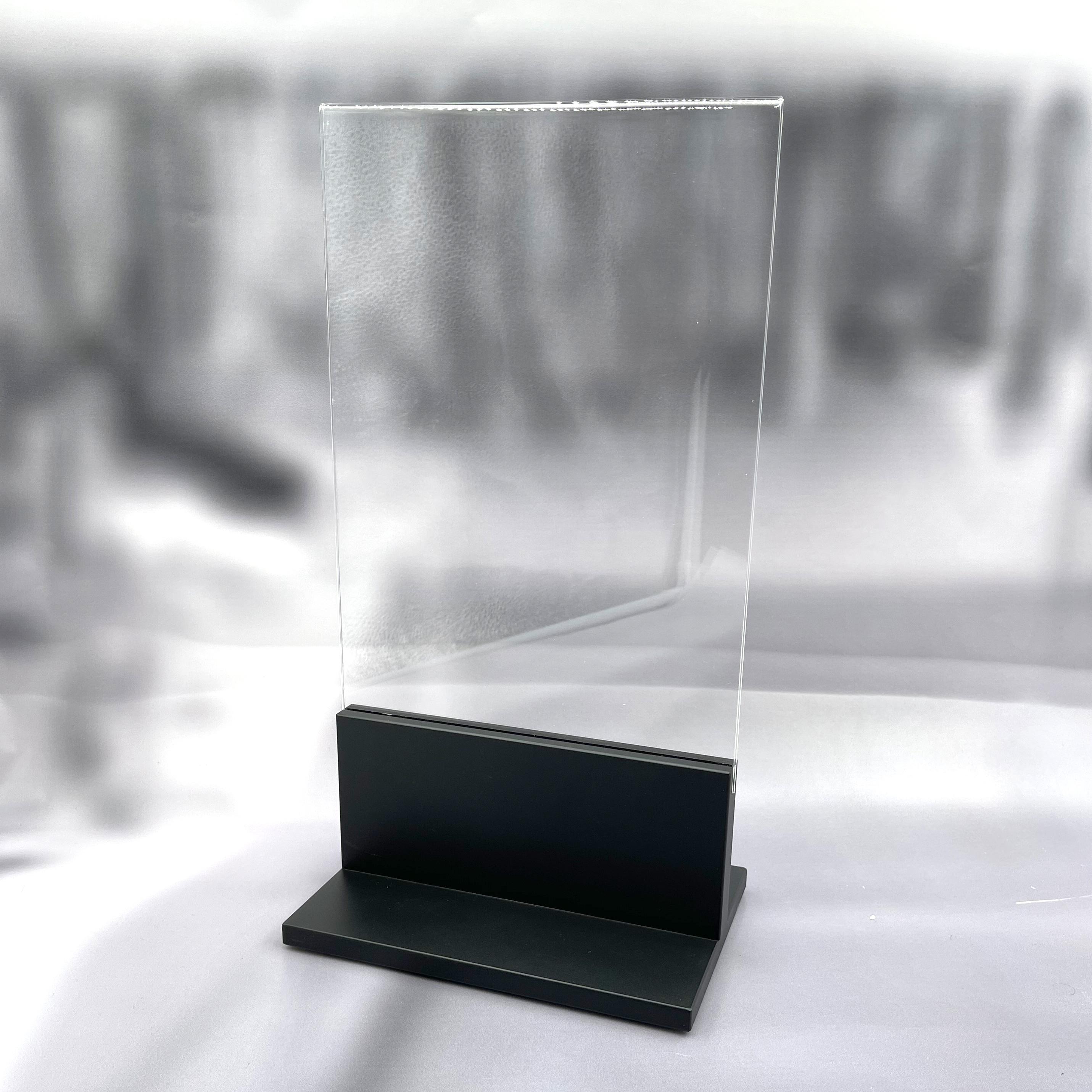 T-Aufsteller mit integrierter Acrylplakattasche DIN A4