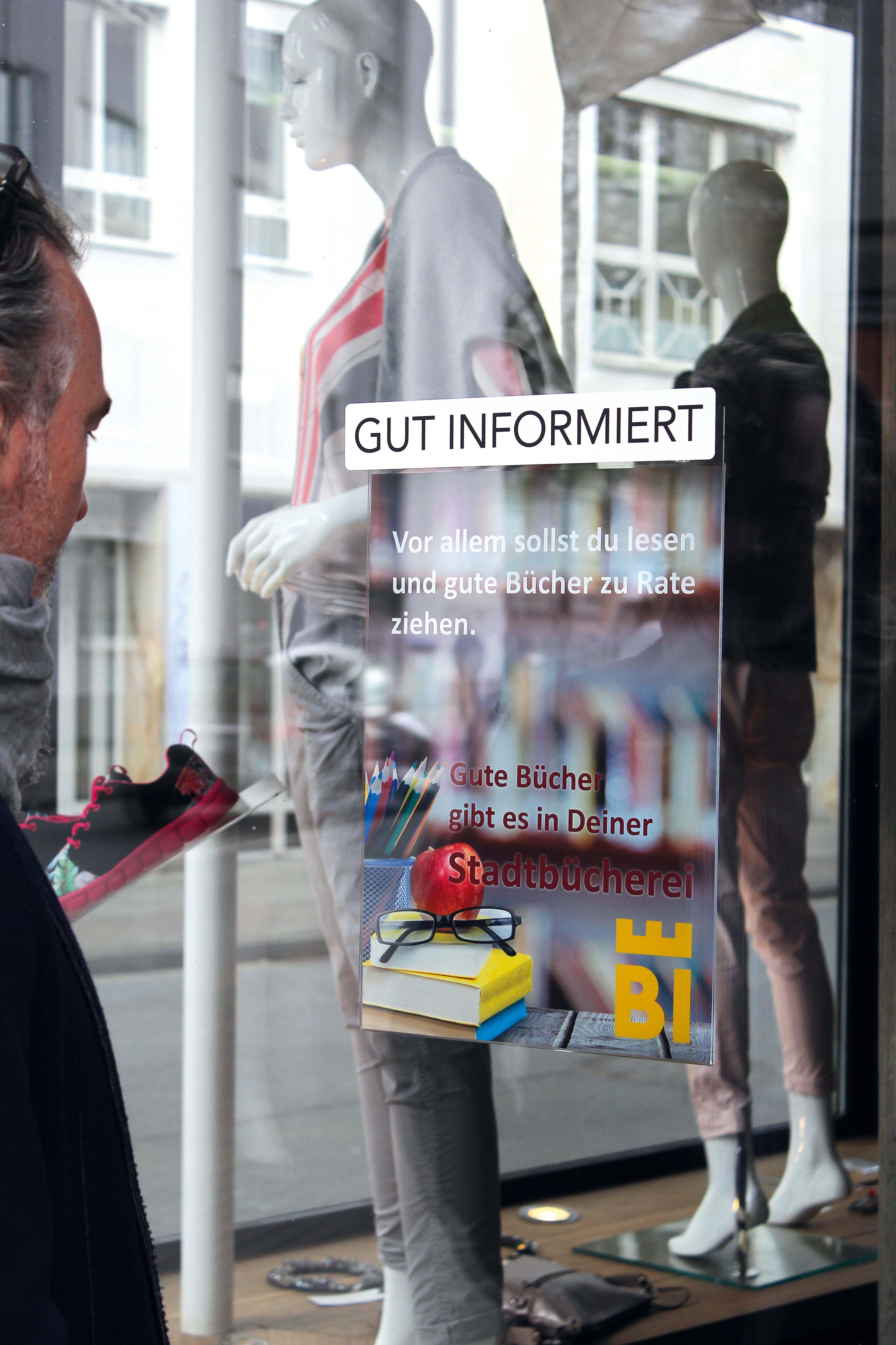 Plakattasche DIN A2 FORMAT  mit Spezial-Saugnäpfen